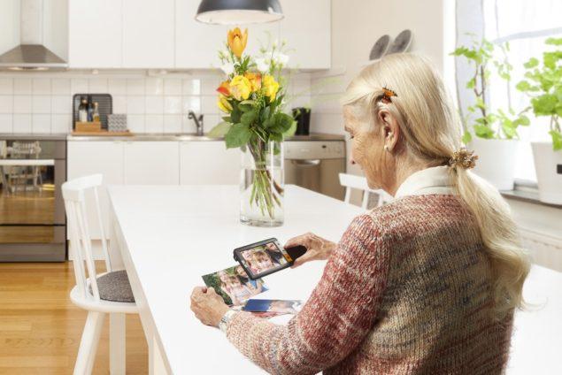 explore5 elderly woman kitchen