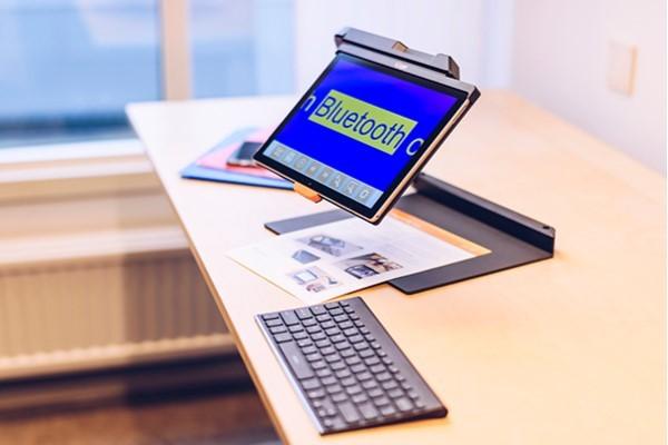 MagniLink TAB on desk reading document