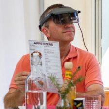 Acesight - Restaurant man pointing to menu