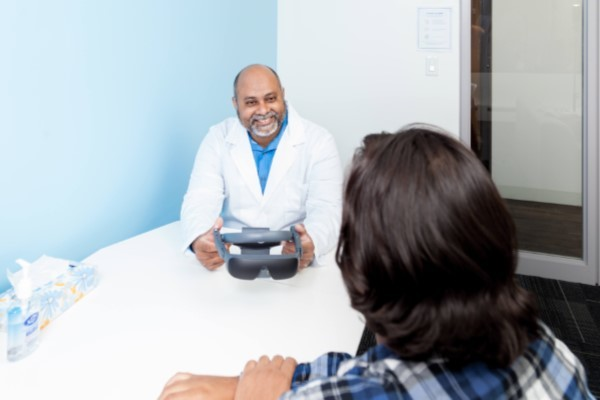 eSight 4 - Doctor demonstrating to patient