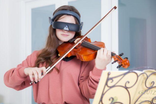 eSight 4 - Girl playing violin