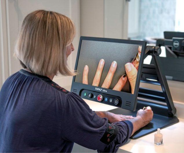 Topaz Ultra - Person painting fingernails